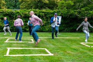 Speed Ball een teambuildingsopdracht coronaproof op landgoed Te Werve Rijswijk ZH