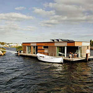 teambuilding binnen geWoonboot Amsterdam-Noord